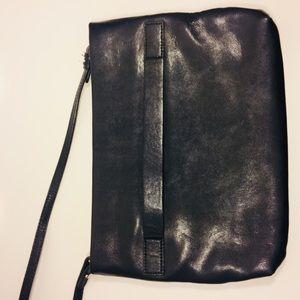 Banana Republic Bags - Banana Republic Leather Crossbody Bag